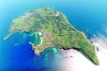 画像:見島全景